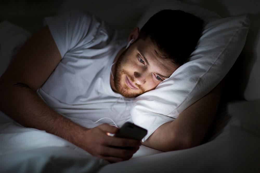 Лучшие нежные и ласковые слова для пожелания мужчине спокойной ночи на расстоянии
